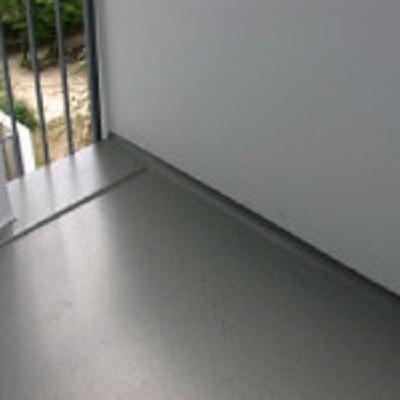 Balkonsanierung Triflex Bodenbeschichtung Geländer