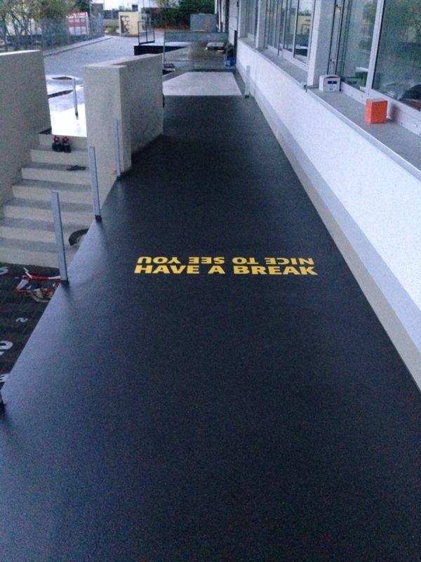 Bodentattoo Triflex Bodenbeschichtung Beispeil